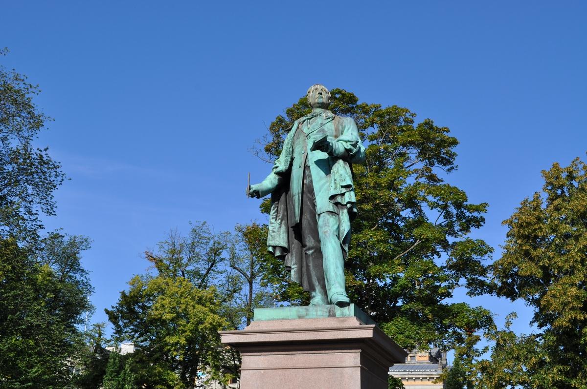 Wergeland statue